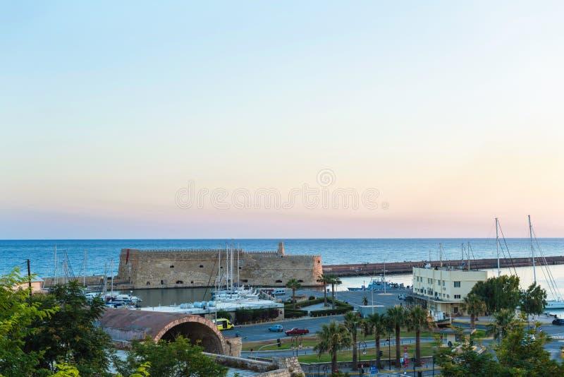 Opinión sobre la fortaleza de Koules el castillo veneciano de Heraklion en la ciudad de Heraklion, Creta, Grecia fotos de archivo libres de regalías