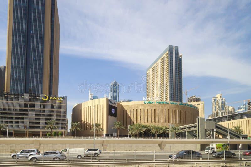 Opinión sobre la ronda que construye el Dubai Marina Mall foto de archivo