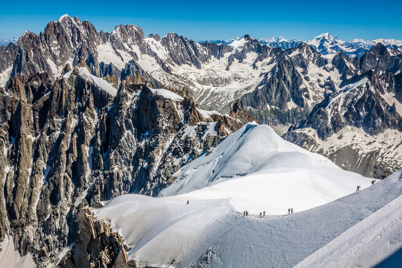 Opinión sobre las montañas de Aiguille du Midi, Chamonix fotografía de archivo
