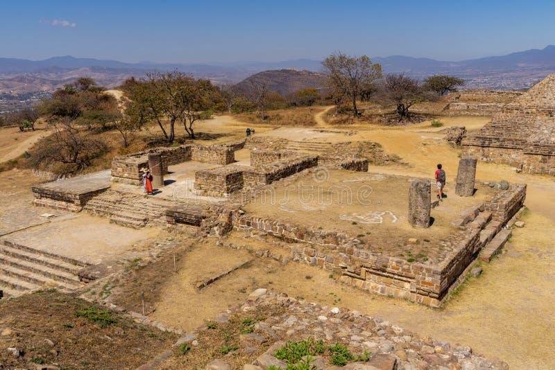 Opinión sobre las ruinas de Zapotec en el sitio de Monte Alban, México foto de archivo