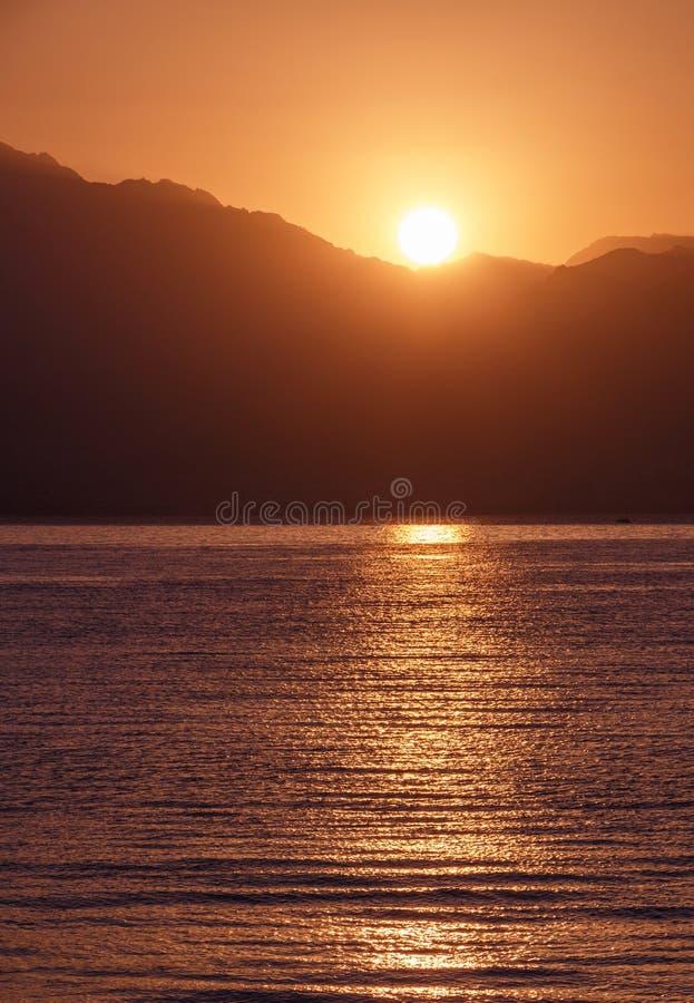 Opinión sobre salida del sol sobre el golfo de Aqaba fotografía de archivo