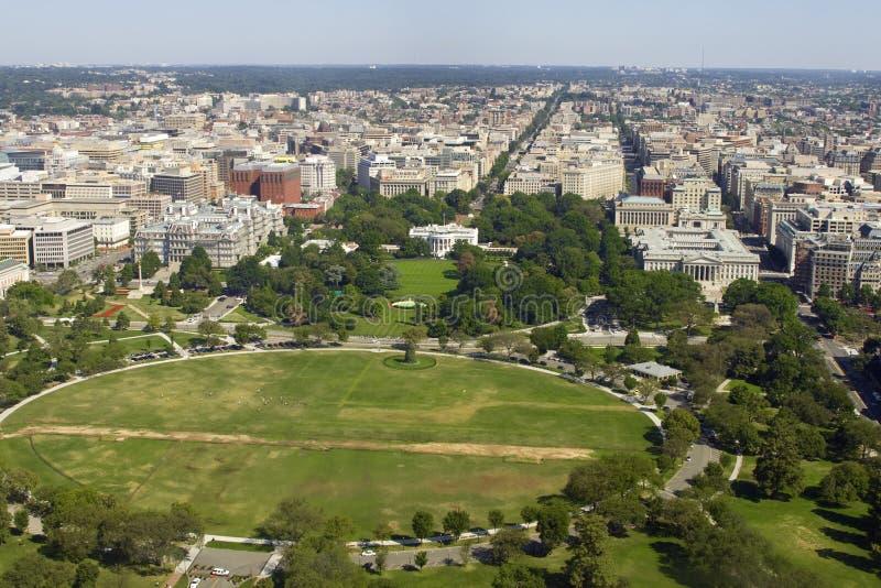 Opinión sobre Washington con la casa blanca foto de archivo libre de regalías