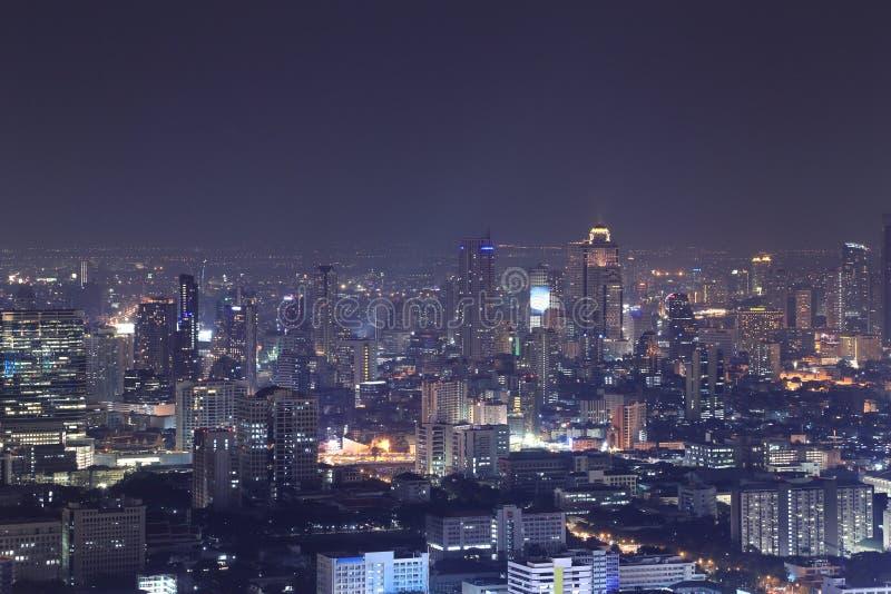 Opinión superior de la ciudad de Bangkok en la noche fotografía de archivo