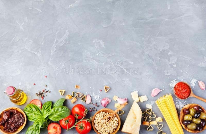 Opinión superior de la comida del fondo del espacio italiano de la copia foto de archivo libre de regalías
