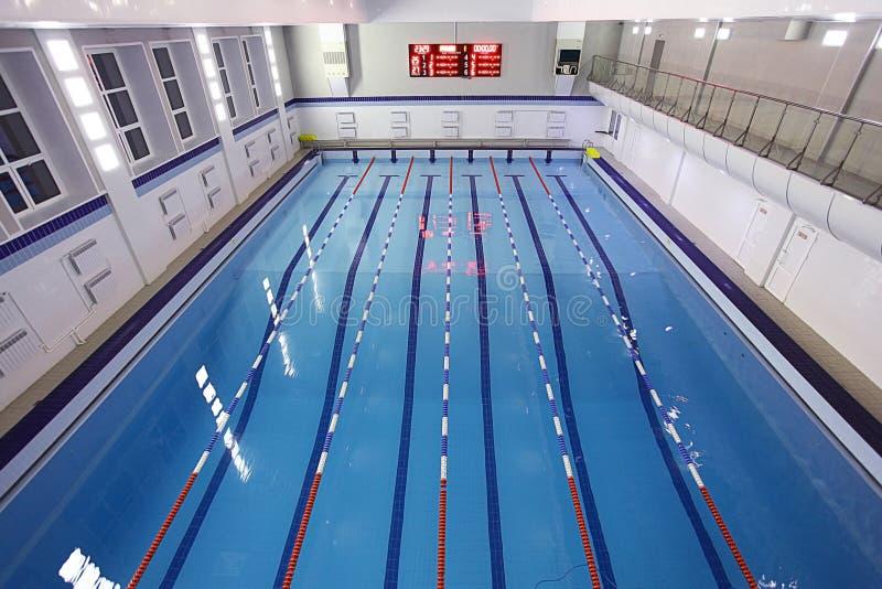 Opinión superior de la piscina foto de archivo