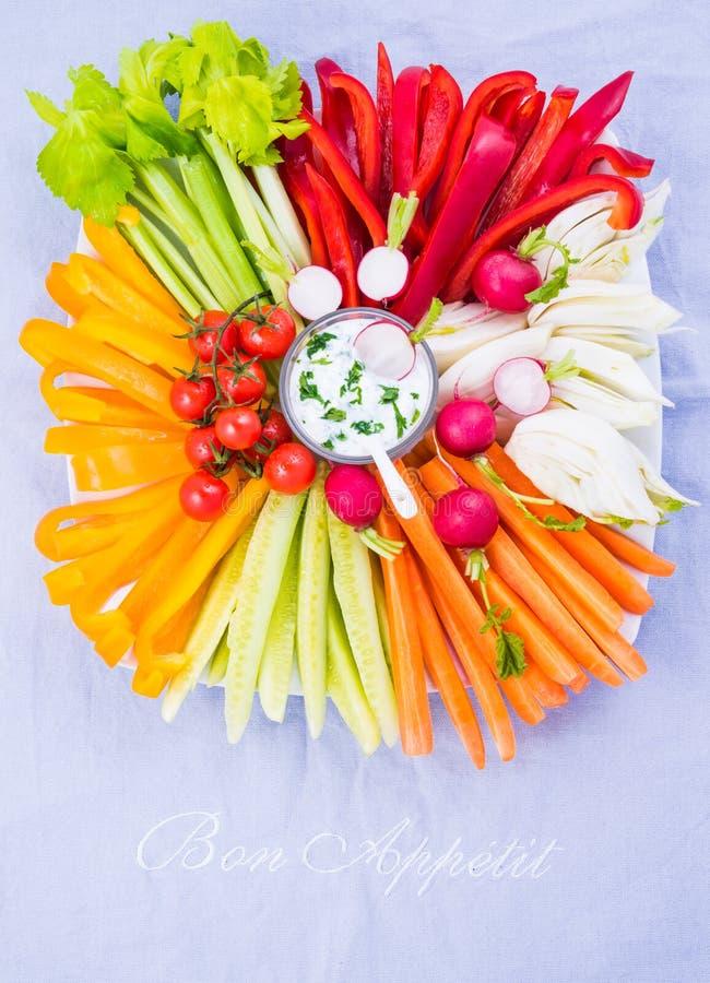 Opinión superior de la placa de las verduras imagen de archivo