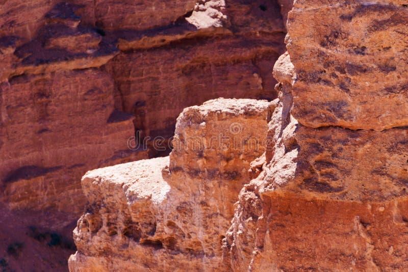 Opinión superior del barranco de Charyn - la formación geológica consiste en la piedra roja grande asombrosa de la arena Parque n fotografía de archivo libre de regalías
