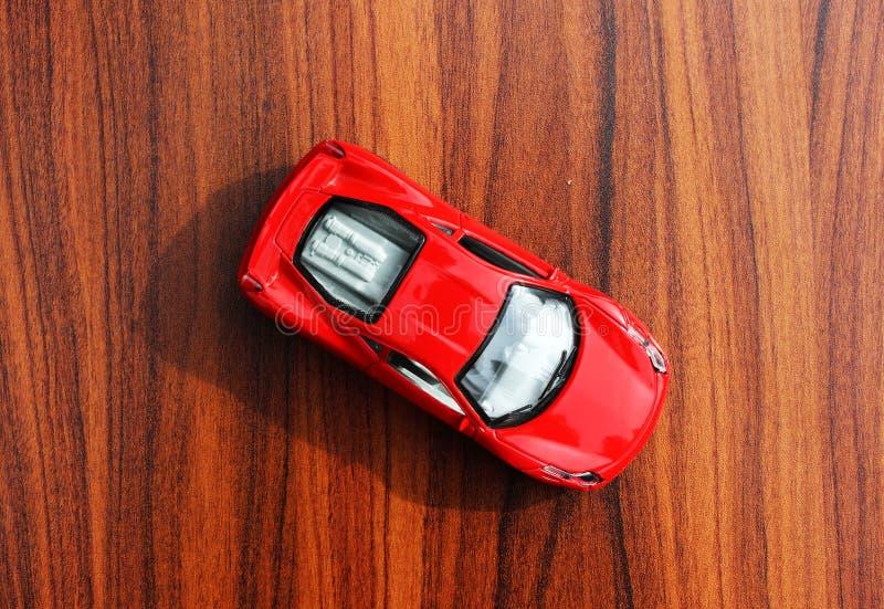 Opinión superior del coche rojo del juguete imágenes de archivo libres de regalías