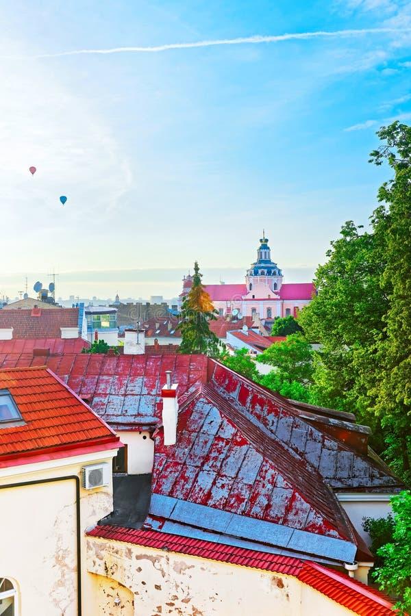 Opinión superior del tejado de la iglesia de la jesuita de St Casimir Vilnius foto de archivo libre de regalías