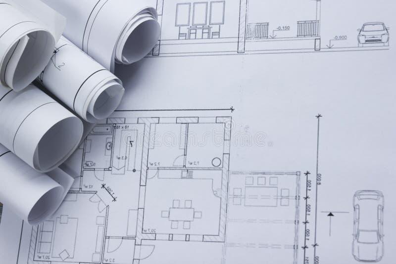 Opinión superior del worplace del arquitecto El proyecto arquitectónico, modelos, modelo rueda en planes Fondo de la construcción imagen de archivo