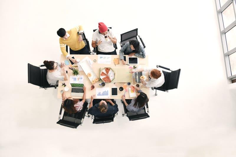 Opinión superior el grupo de hombres de negocios imágenes de archivo libres de regalías
