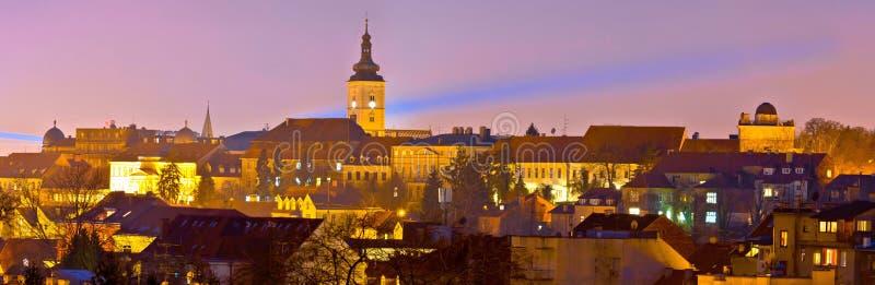 Opinión superior histórica de la noche de la ciudad de Zagreb imágenes de archivo libres de regalías
