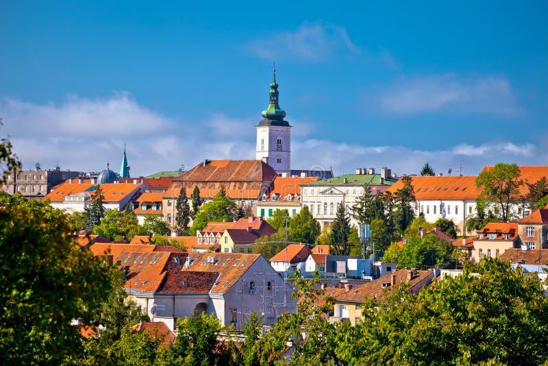 Opinión superior histórica del horizonte de la ciudad de Zagreb fotos de archivo