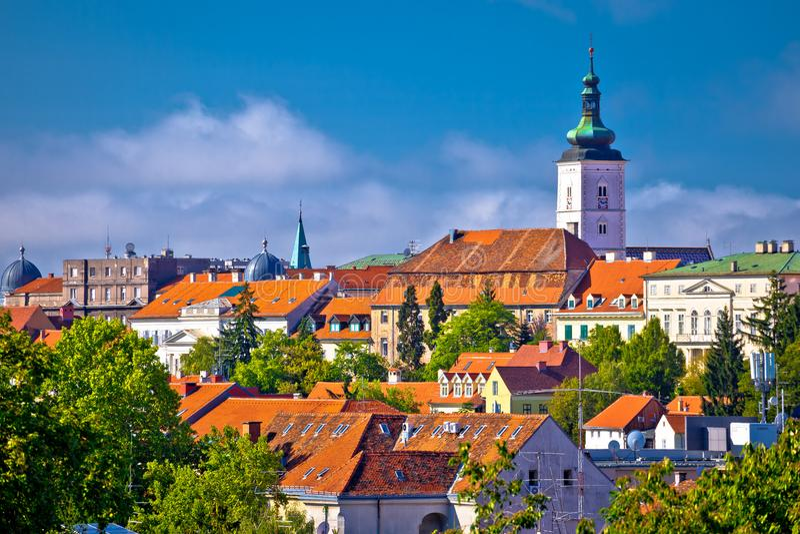 Opinión superior histórica del horizonte de la ciudad de Zagreb foto de archivo