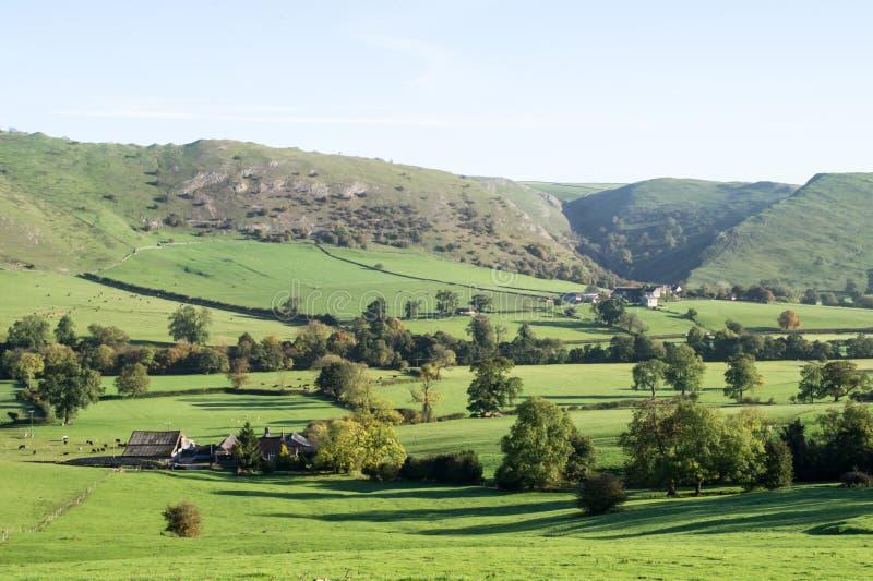 Opinión Thorpe Cloud, Dovedale, Derbyshire foto de archivo libre de regalías