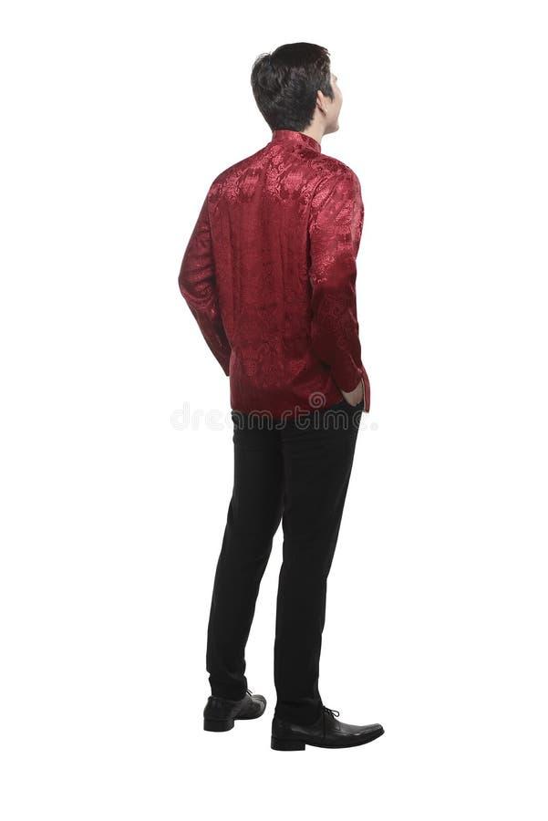 Opinión trasera el hombre chino joven en traje del cheongsam foto de archivo
