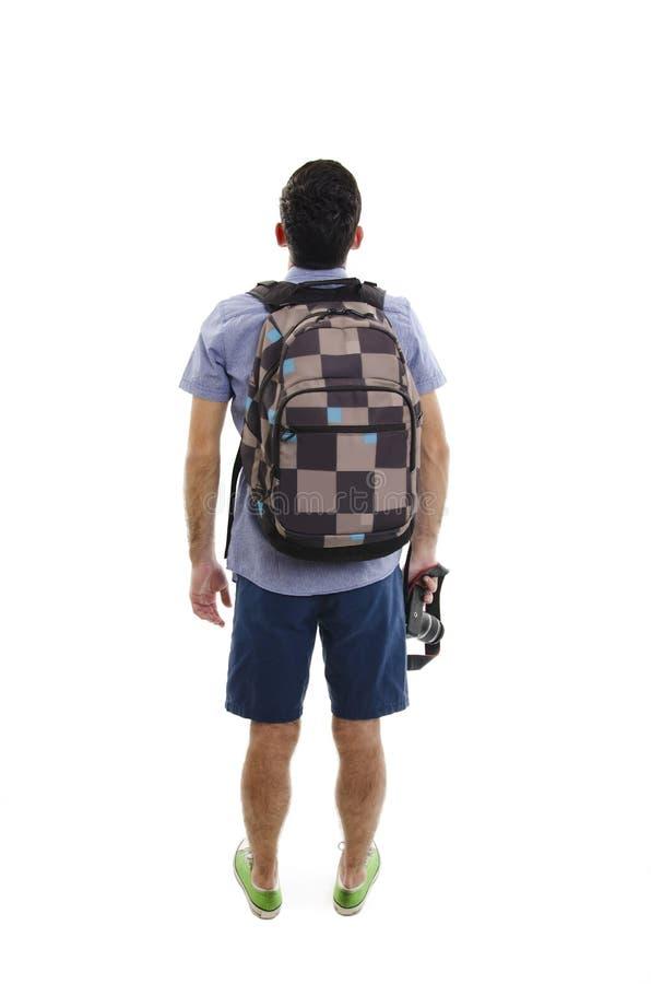 Opinión trasera el hombre con la maleta opinión de la parte trasera la persona individuo con un bolso del viaje en las ruedas que fotografía de archivo