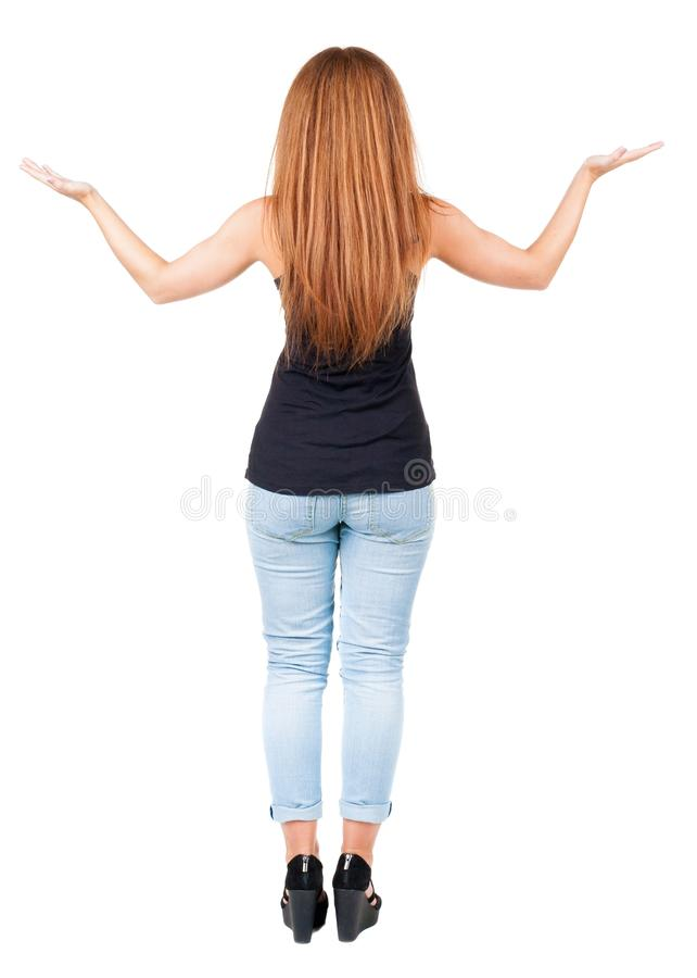 Opinión trasera la mujer joven sorprendida del pelirrojo hermoso con las manos foto de archivo libre de regalías