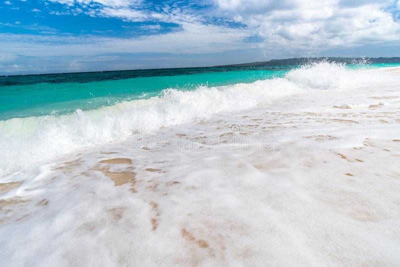Opinión tropical del fondo de la isla de Boracay en la playa de Puka fotos de archivo libres de regalías