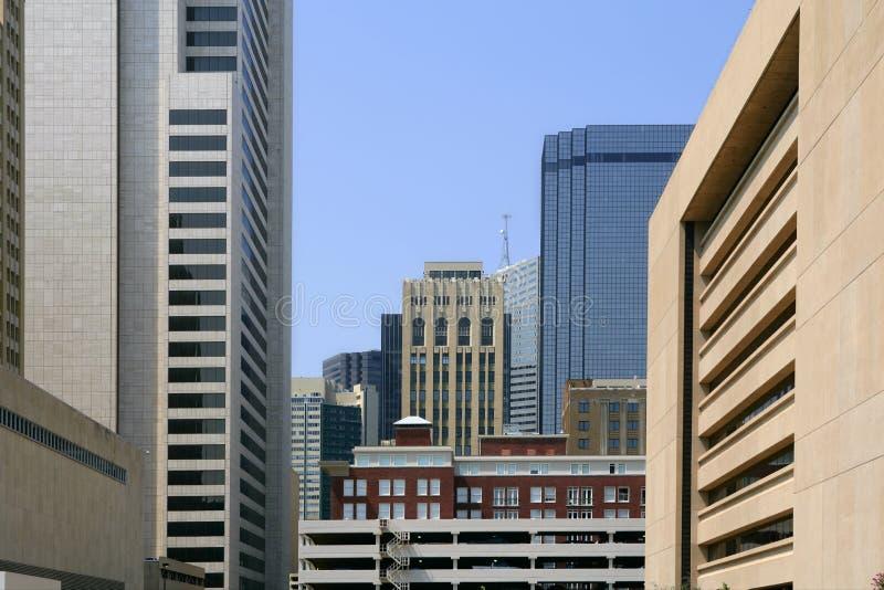 Opinión urbana de los bulidings de la ciudad céntrica de Dallas imagen de archivo