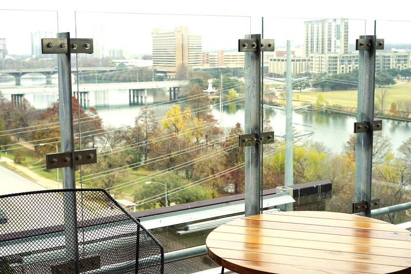 Opinión urbana del tejado del río abajo imagen de archivo libre de regalías