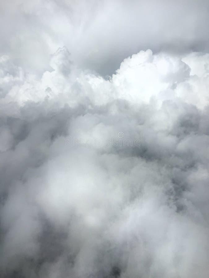 Opinión vertical del aeroplano de nubes fotografía de archivo