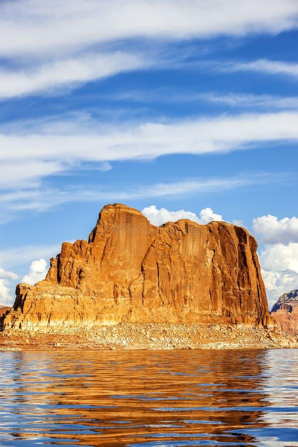 Opinión vertical sobre el lago famoso Powell imagen de archivo libre de regalías
