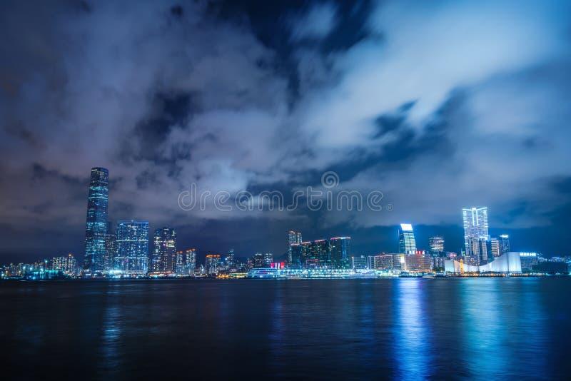 Opinión Victoria Harbor de la noche fotografía de archivo