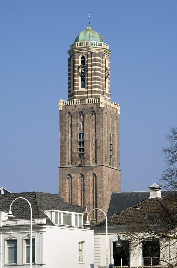 Opinión Zwolle, torre de iglesia histórica Peperbus de la ciudad imagenes de archivo