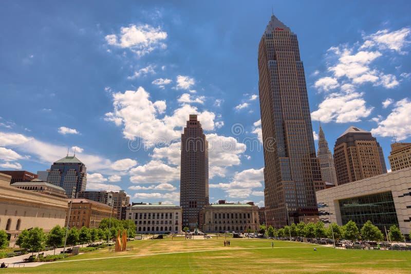 Opiniónes en Cleveland Downtown de la plaza en tiempo de mañana, Cleveland, OH de Erieview fotos de archivo libres de regalías