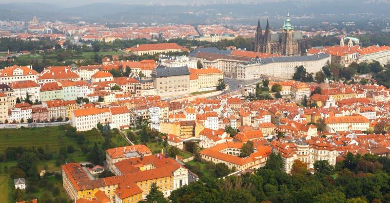 Opiniónes sobre Praga de la altura de la colina de Petrin foto de archivo