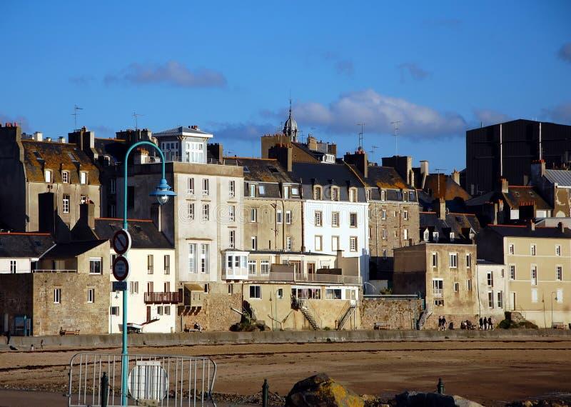 Opiniões da cidade da cidade velha de Saint Malo, França foto de stock