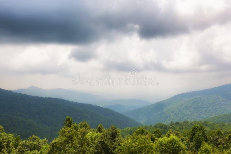 Opiniões de parque nacional de Shenandoah ao longo da movimentação da skyline imagem de stock