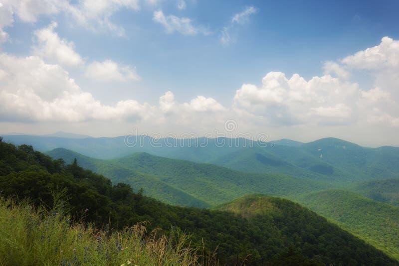 Opiniões de parque nacional de Shenandoah ao longo da movimentação da skyline imagens de stock