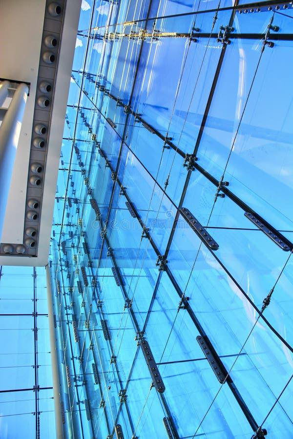 Opiniões do inverno de janelas de vidro de construção de Canadá foto de stock royalty free
