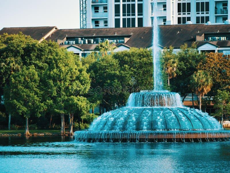 Opiniões do lago do meio do parque fotos de stock royalty free