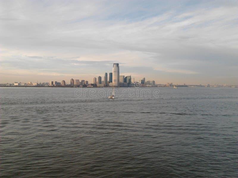 Opiniões do oceano e da cidade imagem de stock