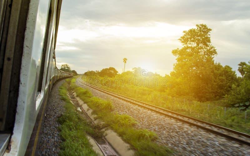 Opiniões do trem dos entalhes da janela fotos de stock