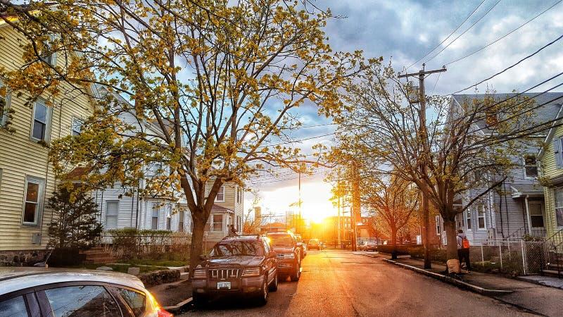 Opini?n de la calle en la puesta del sol fotografía de archivo