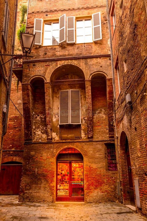 Opini?n de la calle en Siena, Italia imagenes de archivo