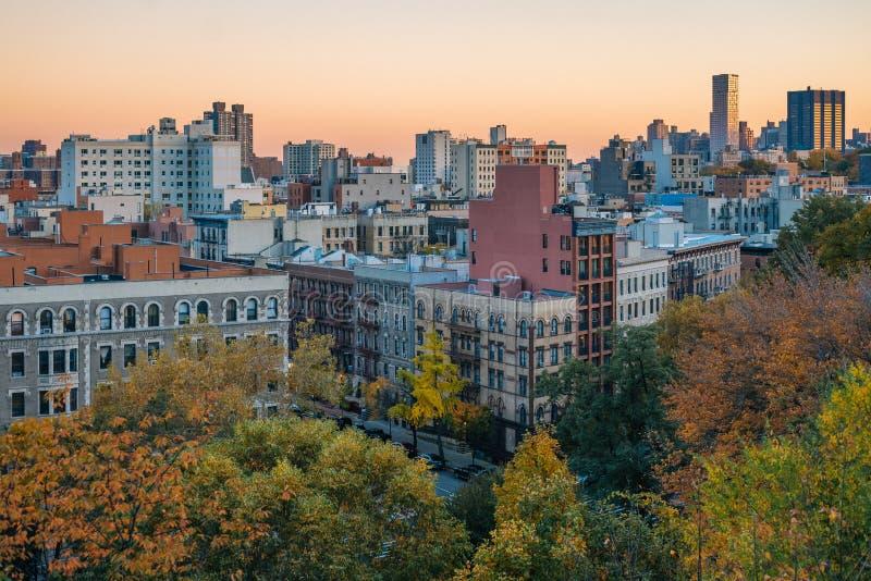 Opini?n de la puesta del sol del oto?o de Harlem de Morningside Heights, en Manhattan, New York City foto de archivo