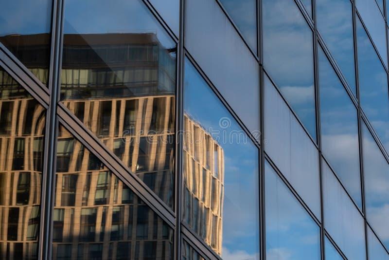 Opini?n del primer de rascacielos modernos en el Lower Manhattan financiero New York City del distrito fotografía de archivo libre de regalías