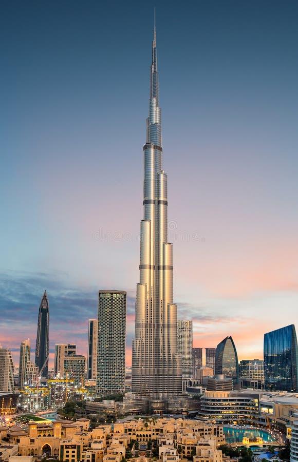 Opini?n panor?mica que sorprende sobre el horizonte futurista de Dubai, Dubai, United Arab Emirates foto de archivo