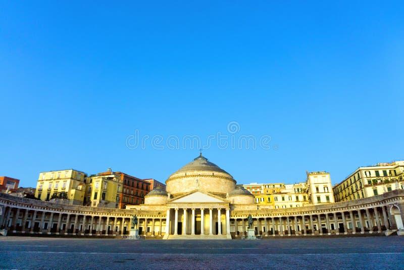 Opini?n Piazza del Plebiscito en N?poles, Italia imagen de archivo