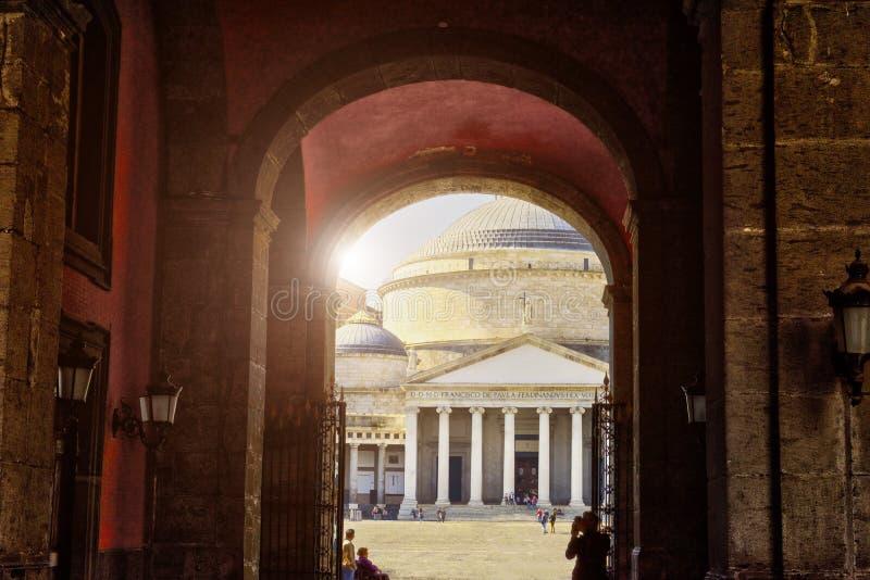 Opini?n Piazza del Plebiscito, N?poles, Italia, Europa imagenes de archivo