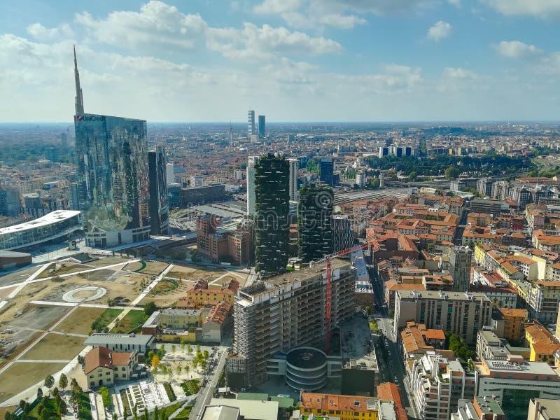 Opini?n a?rea de Mil?n Ciudad de Milano, Italia fotos de archivo