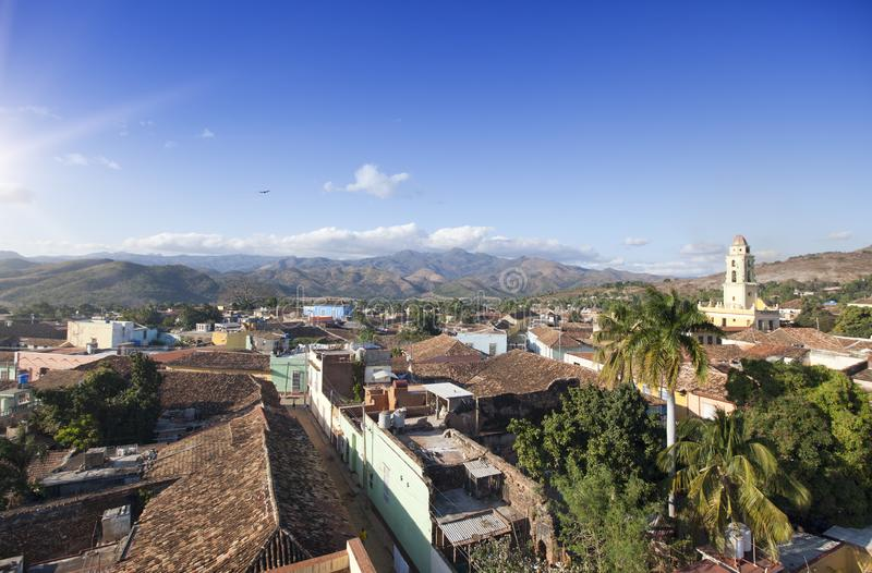Opini?n a?rea panor?mica sobre Trinidad con Lucha Contra Bandidos, Cuba fotos de archivo