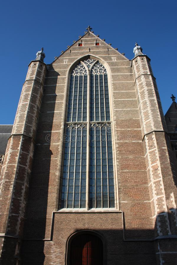 Opini?n sobre la iglesia de San Lorenzo en Rotterdam, la ciudad metropolitana holandesa en un d?a de primavera hermoso imagen de archivo libre de regalías