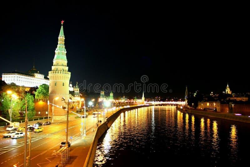 Opini?o de Moscou da ponte ao kremlin imagens de stock royalty free