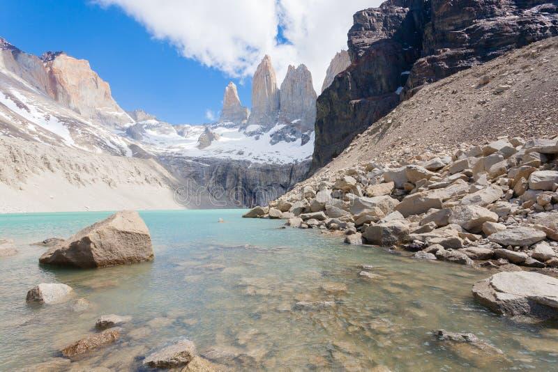 Opini?o de Torres del Paine, ponto de vista baixo de Las Torres, o Chile fotos de stock royalty free